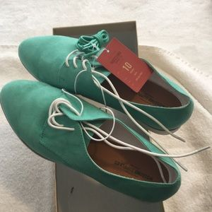 Green Oxford Size 10